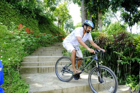 'Cycling' in Sylhet, Bangladesh https://selimfamily.com/2014/11/07/weekly-photo-challenge-minimalist/
