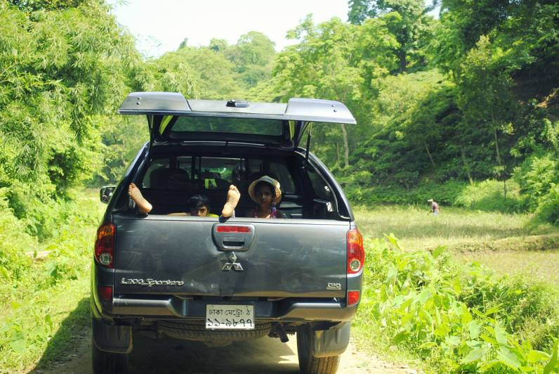 Road trip to Sylhet, Bangladesh https://selimfamily.com/2014/11/07/weekly-photo-challenge-minimalist/